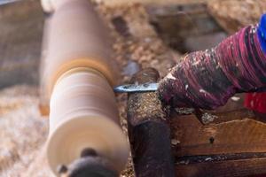 intaglio del legno su nucleo di rotazione foto