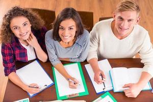 gruppo di studenti studenti foto