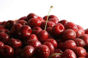 rosso ciliegia con gocce foto