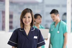 squadra di personale medico multietnico foto