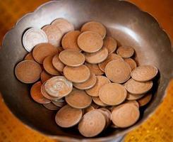 vecchie monete su sfondo grunge foto
