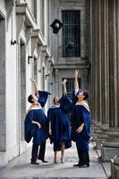 lancio del cappello dei laureati foto