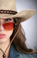 donna con cappello foto