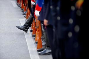 stivale da soldato in piedi fuori dalla linea foto