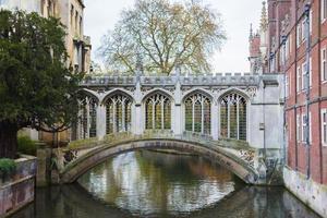 il ponte dei sospiri a Cambridge, Regno Unito foto