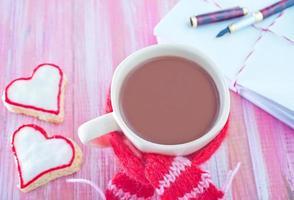 biscotti e bevanda al cacao foto