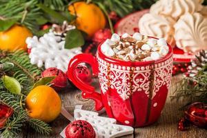 bevanda calda in tazza rossa
