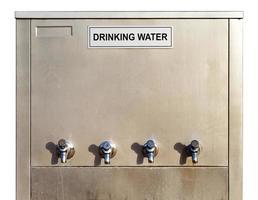 distributore di acqua potabile in acciaio inossidabile foto