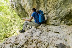 giovane escursionismo foto