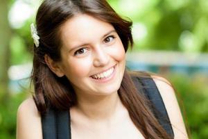 Ritratto di giovane bella studentessa foto