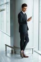uomo d'affari con il cellulare