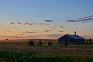 tramonto sulla campagna foto