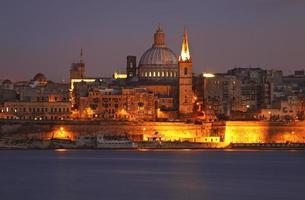 vista della valletta dal lungomare di sliema. Malta foto