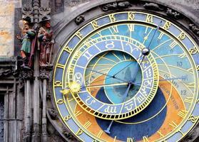 orologio astronomico di Praga (orloj) nella città vecchia di praga foto