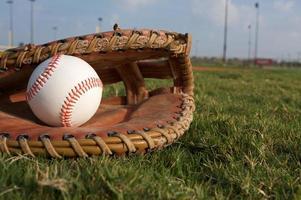 baseball in un guanto foto