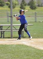 giocatore di baseball della lega giovanile foto