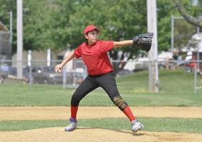 lanciatore di baseball della lega giovanile foto