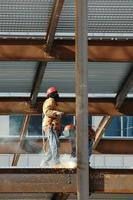 costruzione (saldatura travi di acciaio - 1) foto