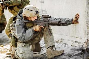 i ranger hanno preso d'assalto l'edificio catturato nemico