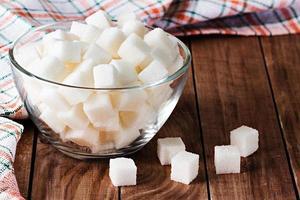 zucchero su fondo in legno