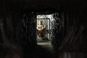 dettaglio di divinità all'interno del tempio hanuman foto