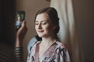bella ragazza nella stanza foto
