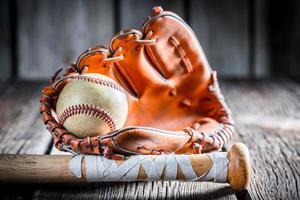 vecchio kit per giocare a baseball foto