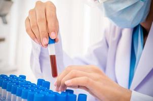 scienziato nel laboratorio di ricerca