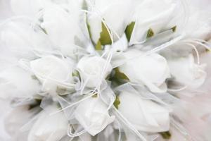 rose bianche con spazio di copia foto