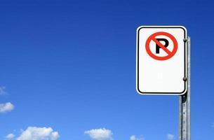 nessun segno di parcheggio con spazio di copia foto