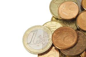 mucchio di euro con copia spazio sul lato sinistro foto