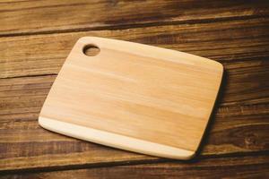 tavola di legno su un tavolo foto
