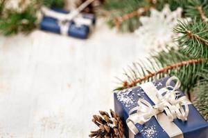 decorazione del regalo di natale con lo spazio della copia foto