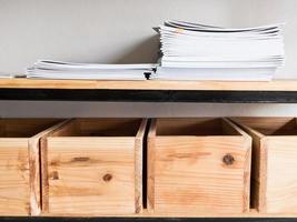 scatole di legno con spazio copia libro foto