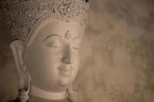 antica faccia di buddha
