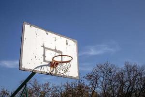 vecchio canestro da basket