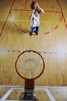tiro del giocatore di basket foto