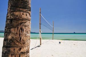 rete di beach volley su boracay - filippine foto