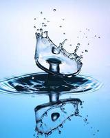 primo piano della spruzzata dell'acqua