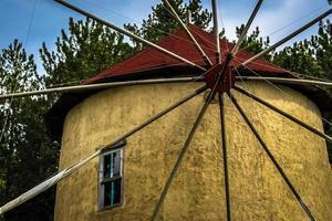 vicino vecchio mulino a vento