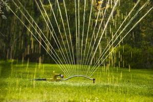 stretta di irrigatore foto