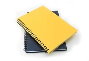 pila di libro o taccuino del raccoglitore di anello isolato su bianco foto