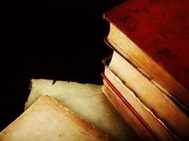 primo piano del vecchio libro foto