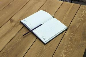 il libro su un tavolo foto