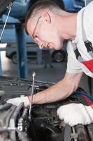 meccanico di manutenzione auto