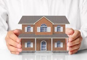modello della casa della tenuta dell'uomo d'affari foto