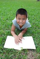 giovane lettore foto