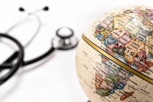globo (africa) e stetoscopio foto