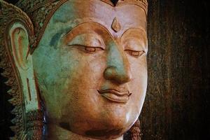 statua dello spazio del buddha per il tuo testo foto