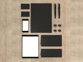 insieme di elementi di mockup sul tavolo di legno. foto